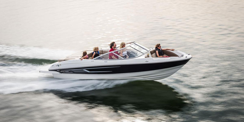 21 Foot Bow Rider / Speed Boat Rental available in Kelowna